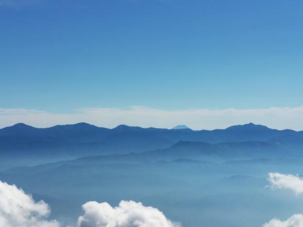 遙か遠くに、富士山を望む。