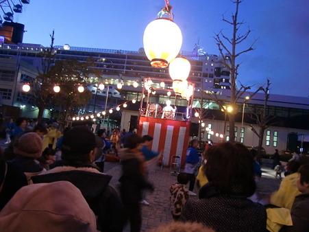 QM2号歓迎盆踊り3136