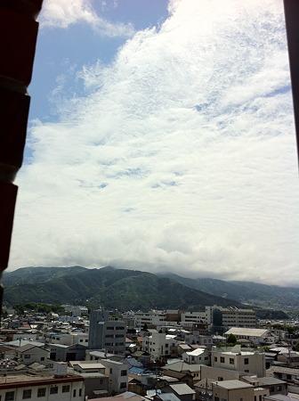 ホテルの朝の窓