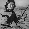 写真: 鴨居港でのボート釣り、釣女