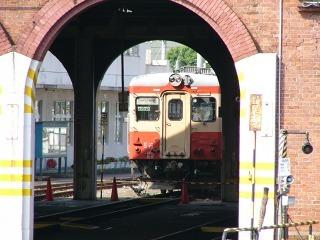 国鉄カラーのキハ52(JR糸魚川駅にて:2006年夏)