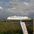 写真: 入船みなとタワーなう。新日本海フェリーの「フェリーあざれあ」が入...