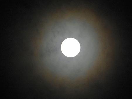 満月の暈雲