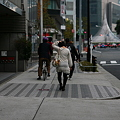 写真: 歩きながら シェースタイル