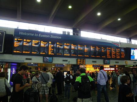 電車は何番線?