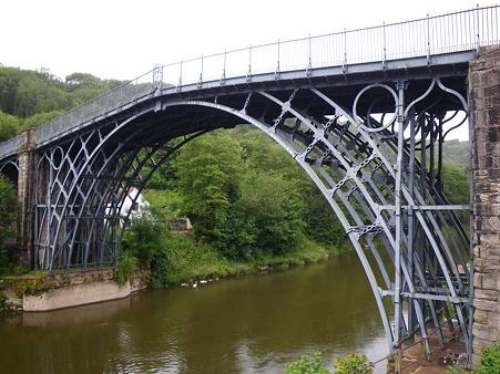 世界最初の鉄の橋