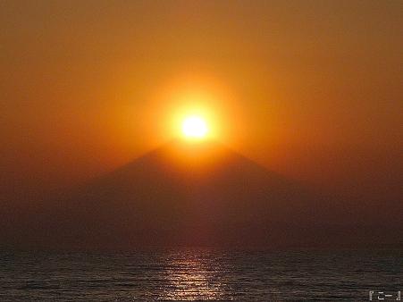 110406-江ノ島からダイヤモンド富士 (10)改