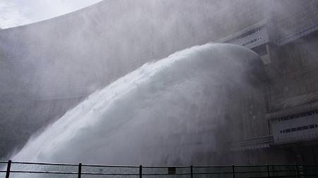 温井ダムドライブ (39)放水