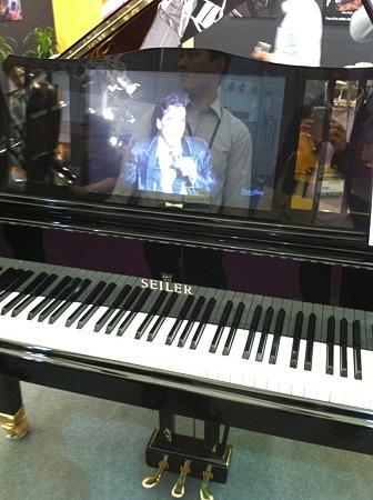 ザイラーピアノ、譜面台液晶