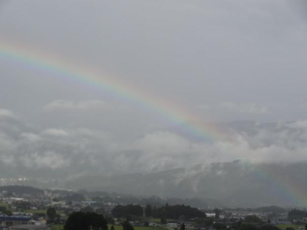虹 Rainbow Mountains