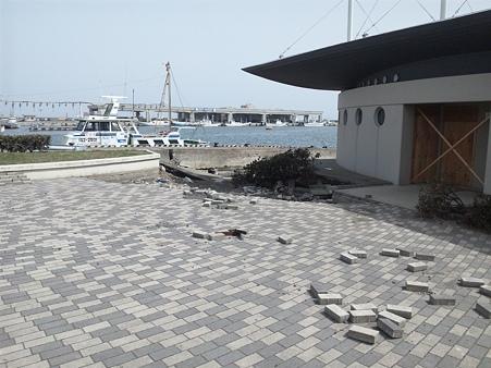 震災後の那珂湊港のトイレ
