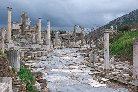 2011.01.23 トルコ 古代都市エフェス ヘラクレスの門付からポリオの泉