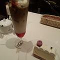 写真: さっき食べた( ̄▽ ̄)!  ………しかし、家にいるより喫茶店のほうがホ...