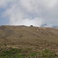 写真: 100512-64阿蘇山ロープウエイ乗り場から見た噴火口付近