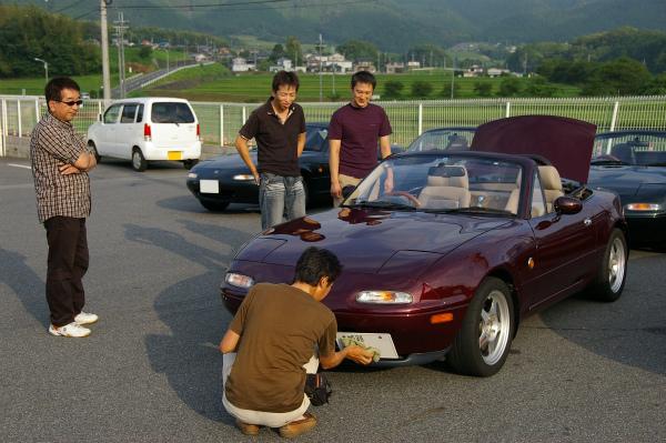 到着早々車を磨くマサルさん