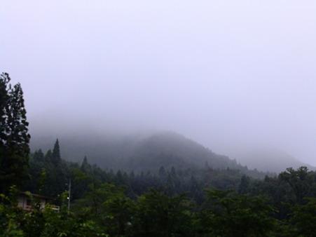 霧の中の大峰山