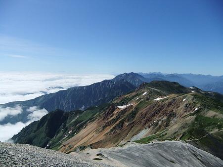 鑓ヶ岳山頂から望む天狗ノ頭方面